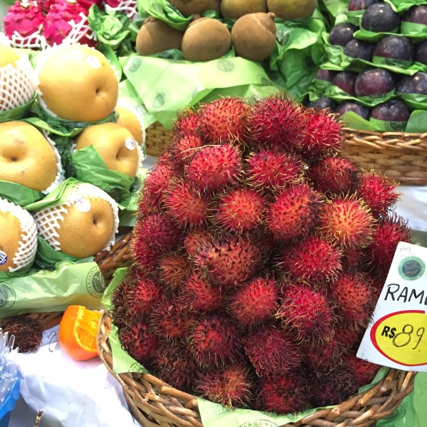 Frutas éxoticas do Mercado de São Paulo: Pitaya, Rambutan eAtemoia
